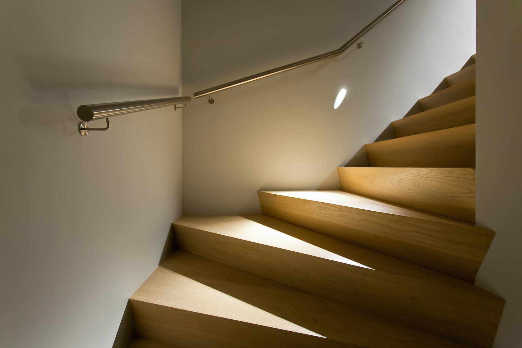 bullet hole inbouw wandlamp als perfecte trapverlichting door juist lichtadvies betreft positionering