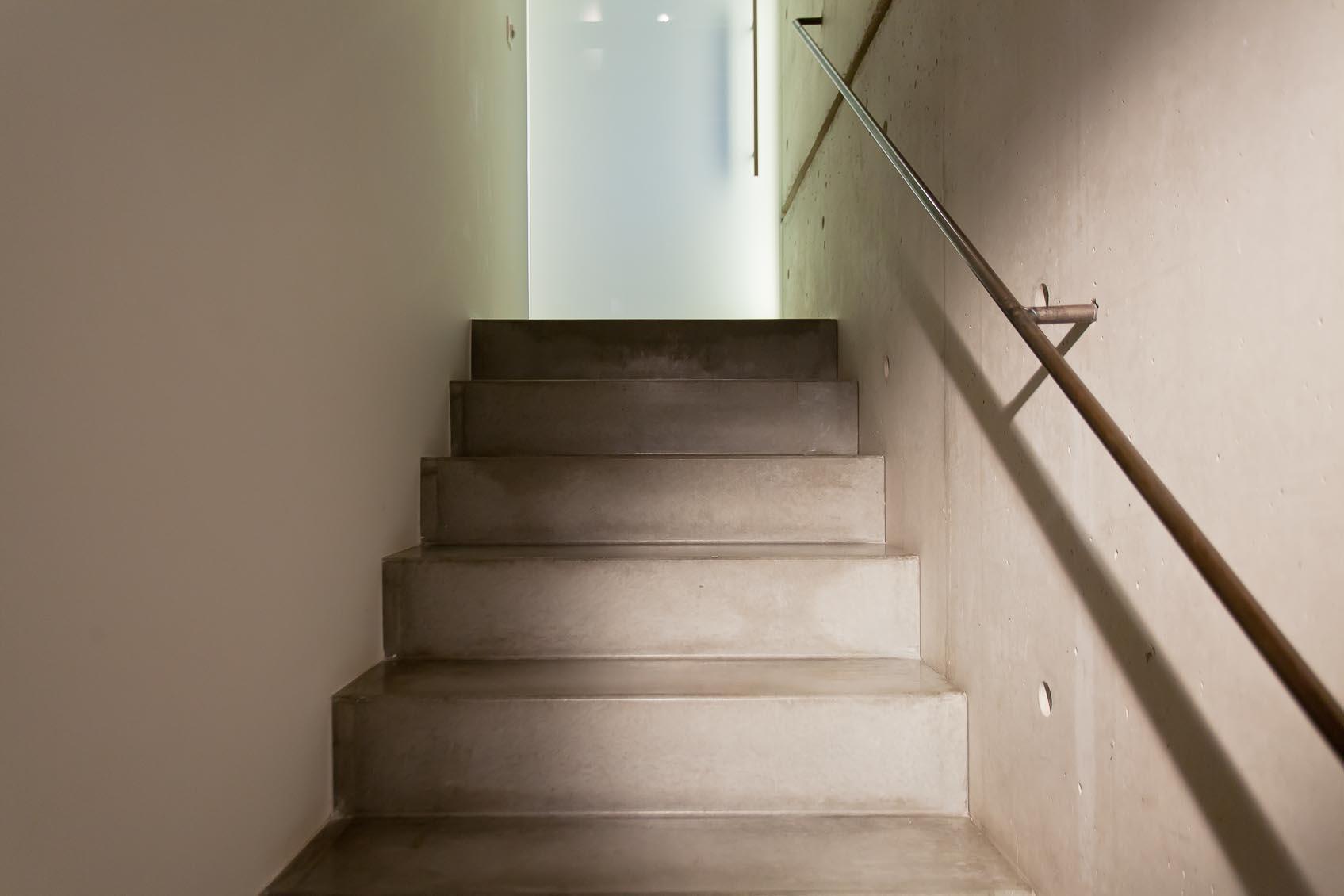 verdoken spotlicht aan trap