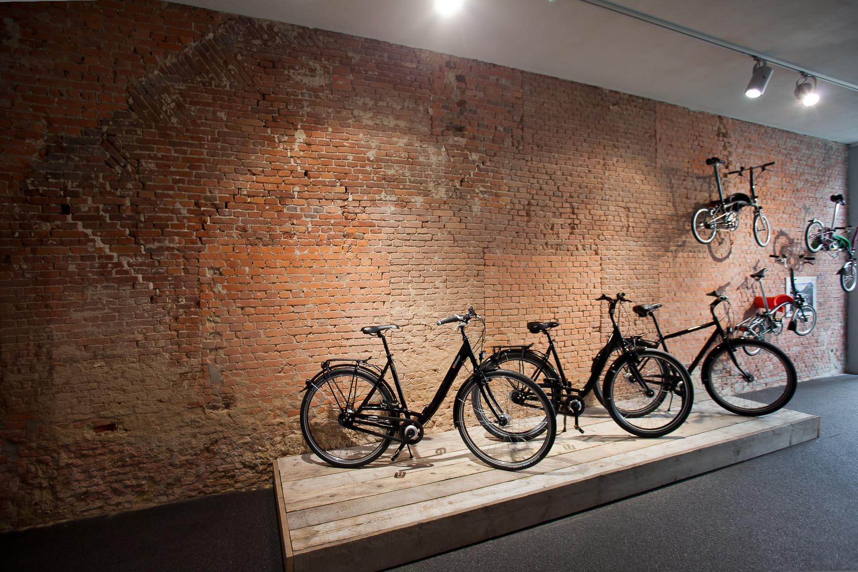 3-fase rail met aanpasbare accentverlichting als lichtoplossing voor fietsenwinkel