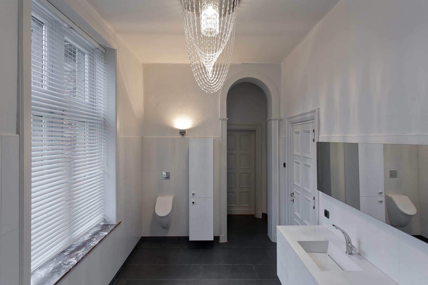 viabizzuno alvaline gocce cupola hanglamp in badkamer toepassing