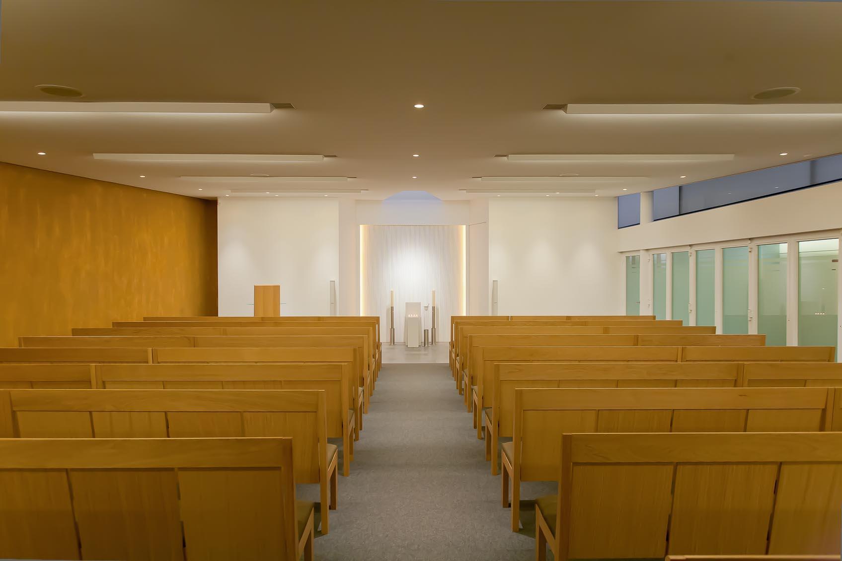Bij het concept voor de verlichting van het funerarium te Geel licht nadruk op ruimtelijkheid, warme sfeer en geborgenheid
