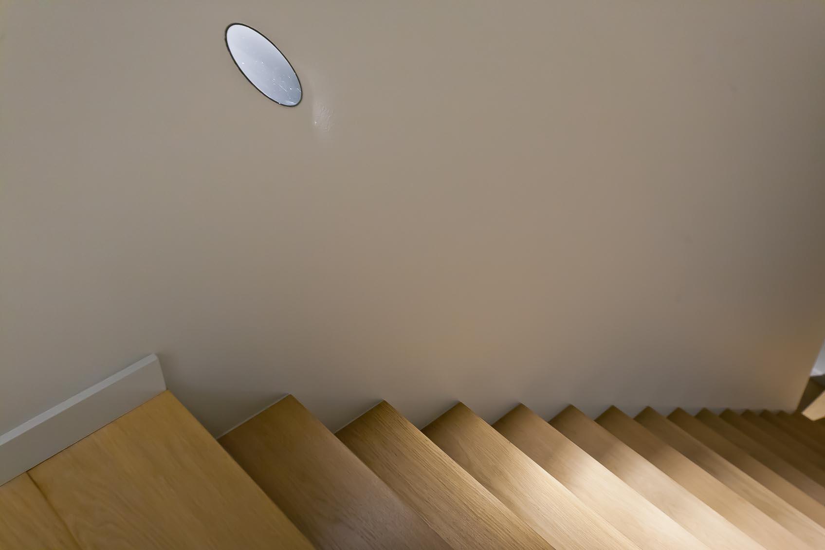 inbouw wandlamp accentverlichting trap creatief toegepast lichtidee