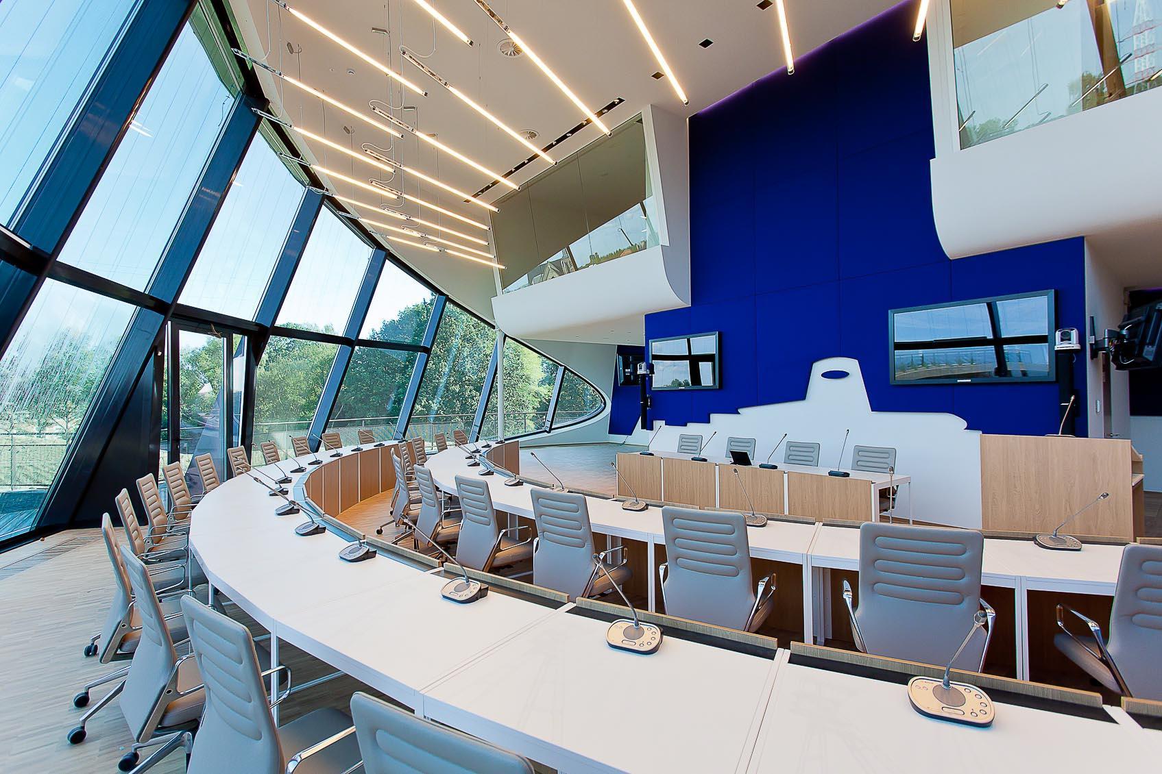 conferentiezaal nac houthalen , dynamisch lichtconcept door lichthuis mol belgië
