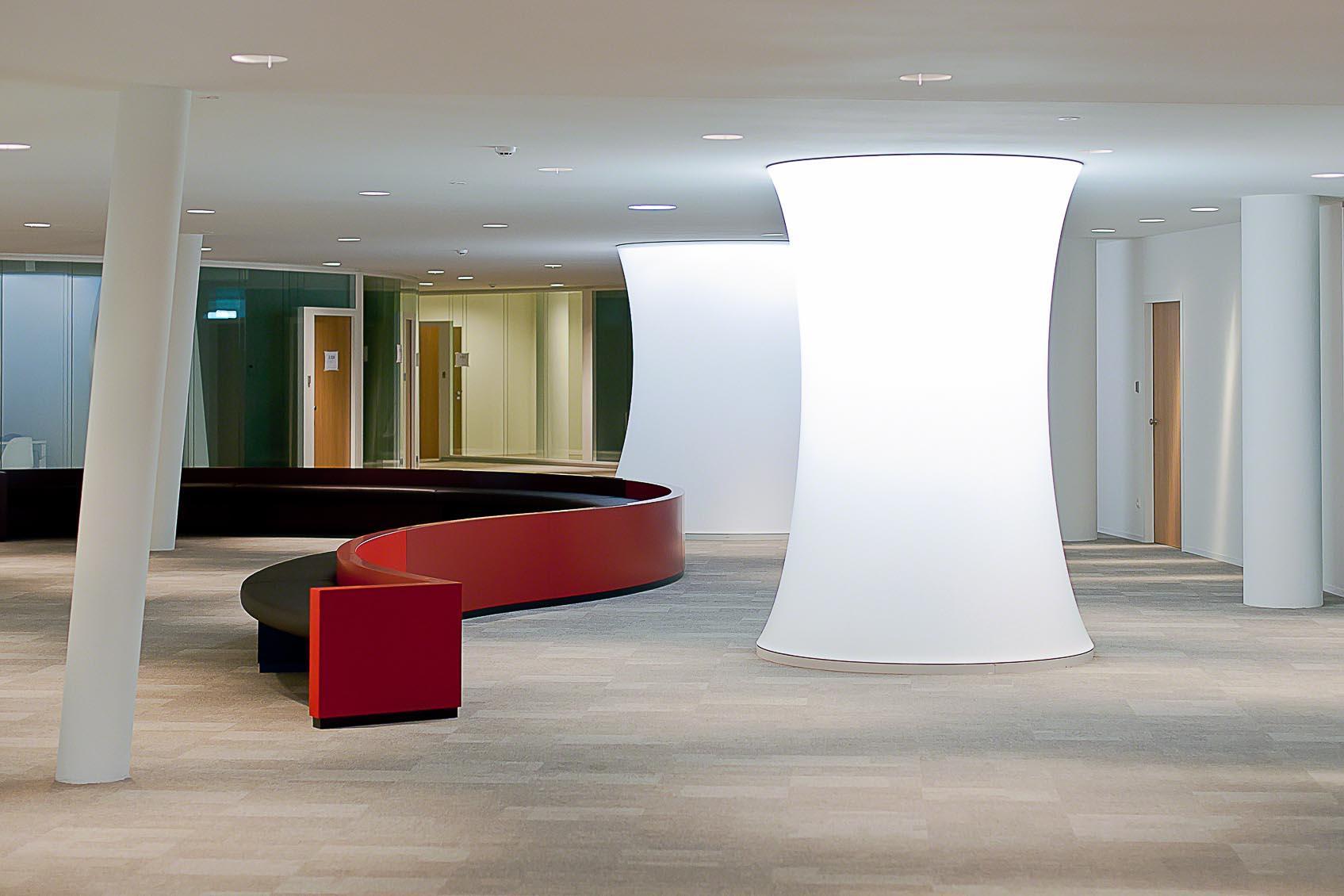 kleur, verlichting en architectuur vloeien in elkaar over in modern lichtconcept