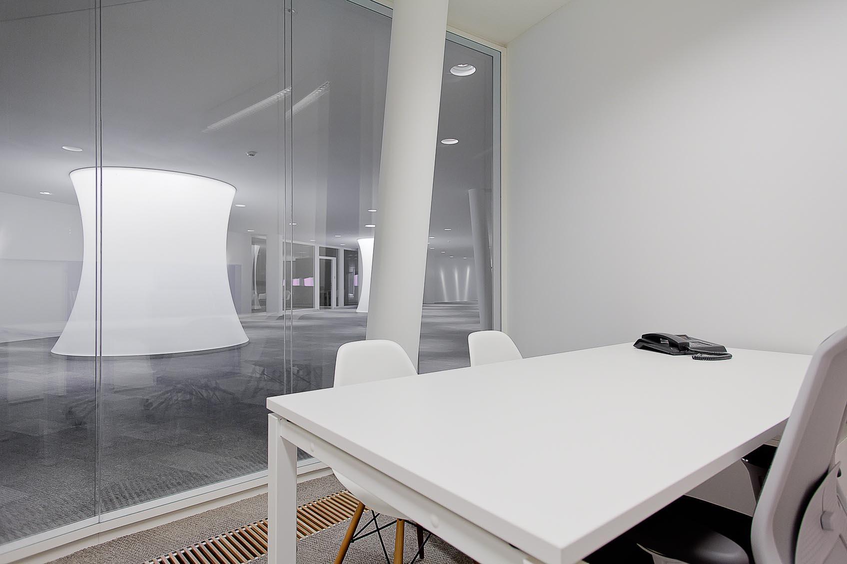 lichtadvies voor administratief centrum ruimtelijk wit architecturaal concept