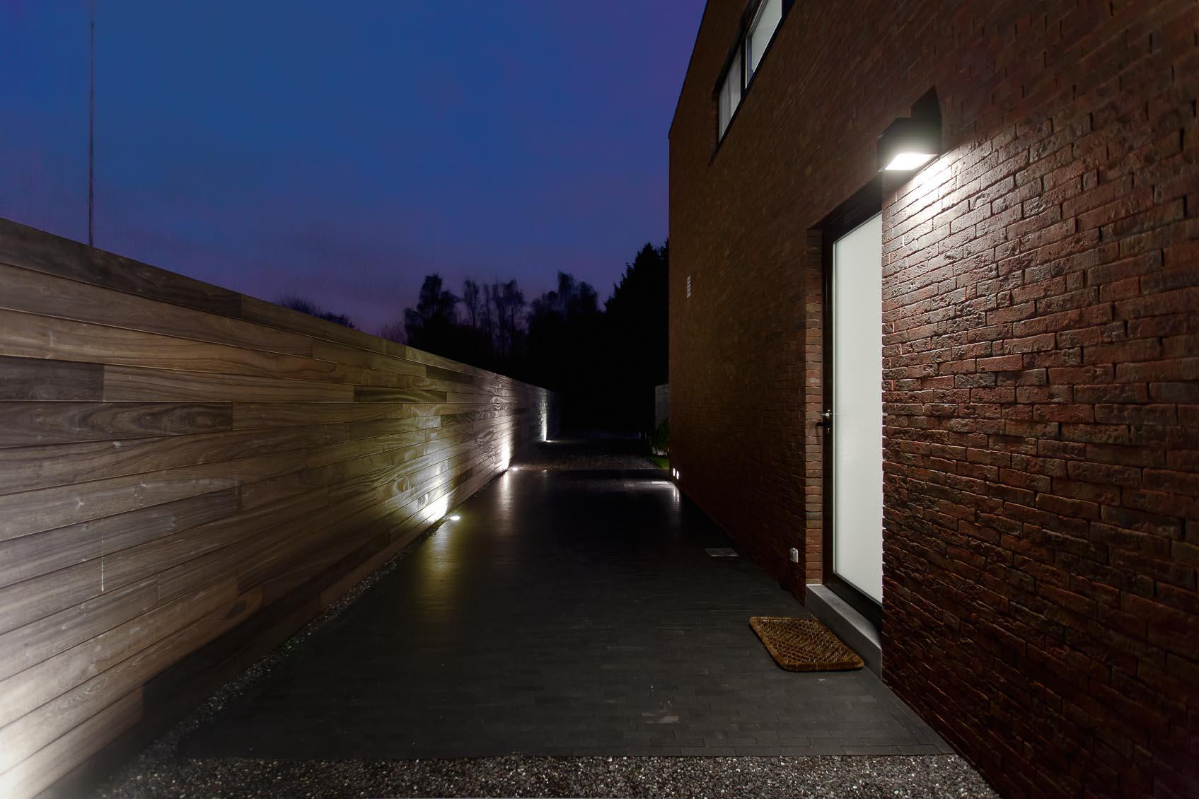 de juiste lichthoeveelheid voor gevelverlichting en opritverlichting door goed lichtadvies
