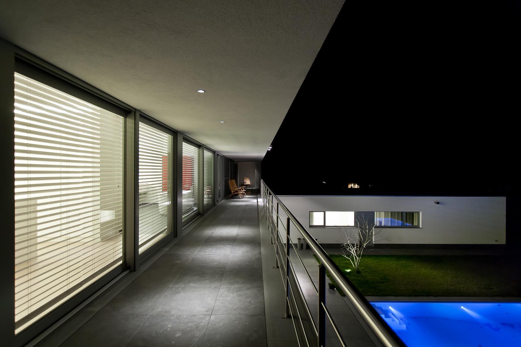 oversteek hedendaagse architectuur met modular lotis inbouwspot