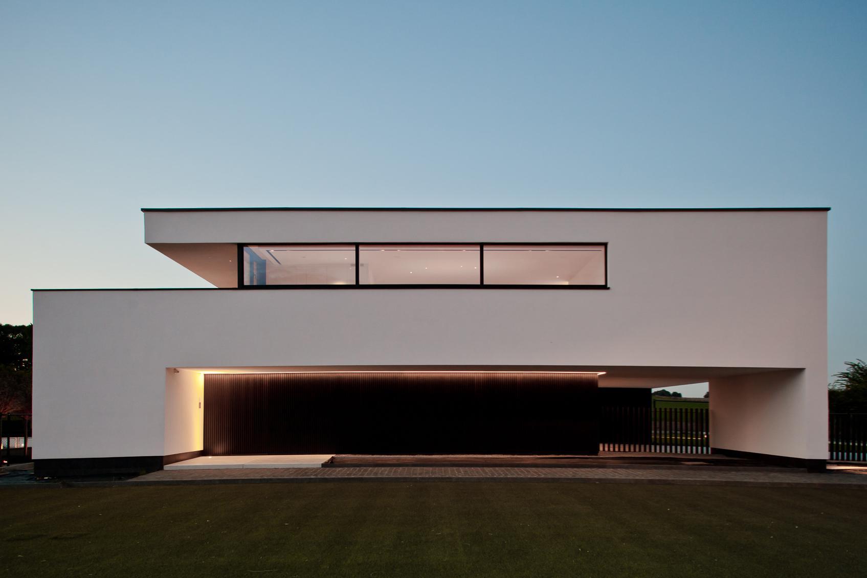 Moderne villa met buitengewoon lichtconcept