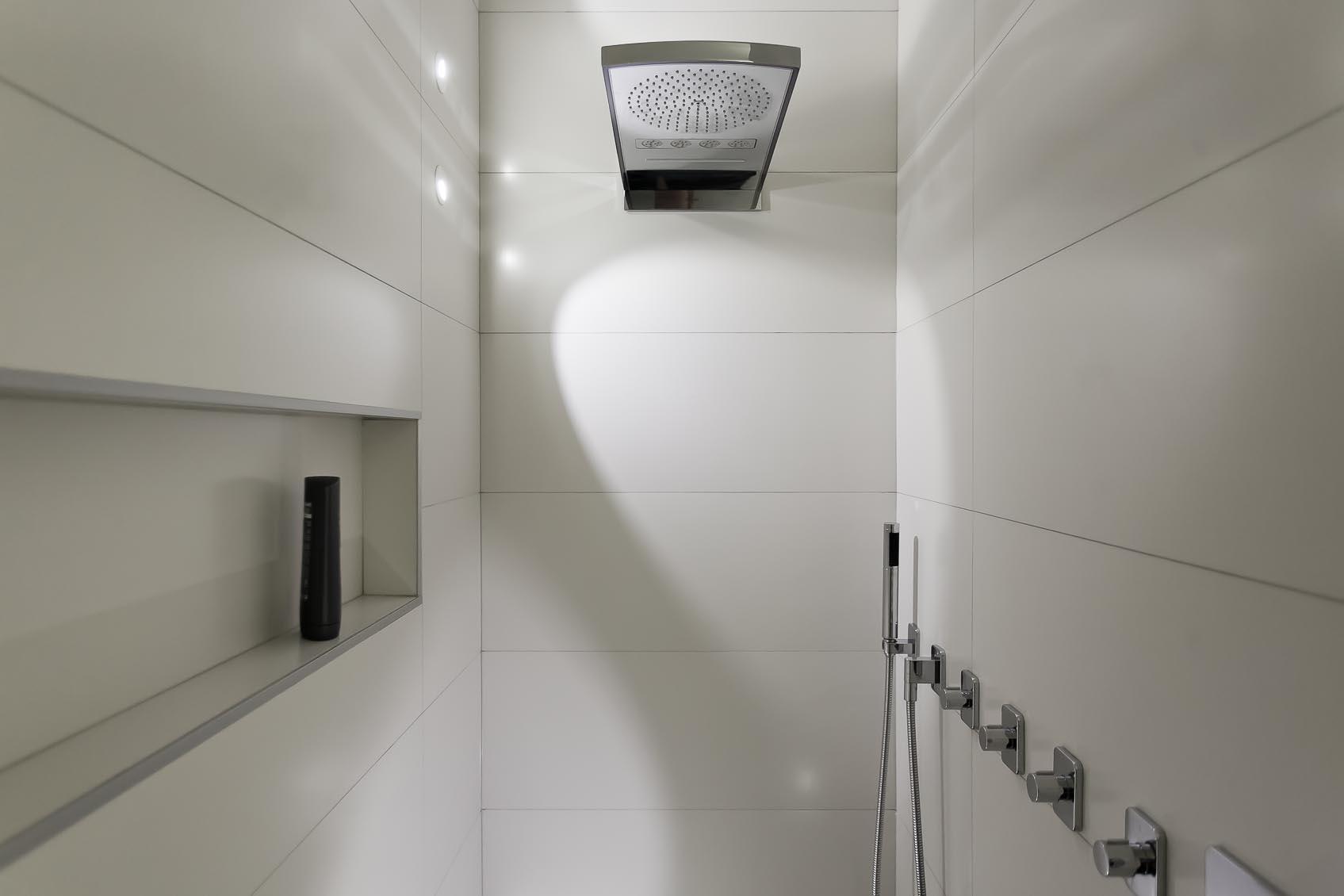 speels spatwaterdicht led inbouw wandlampje geeft bijzondere sfeer in douche