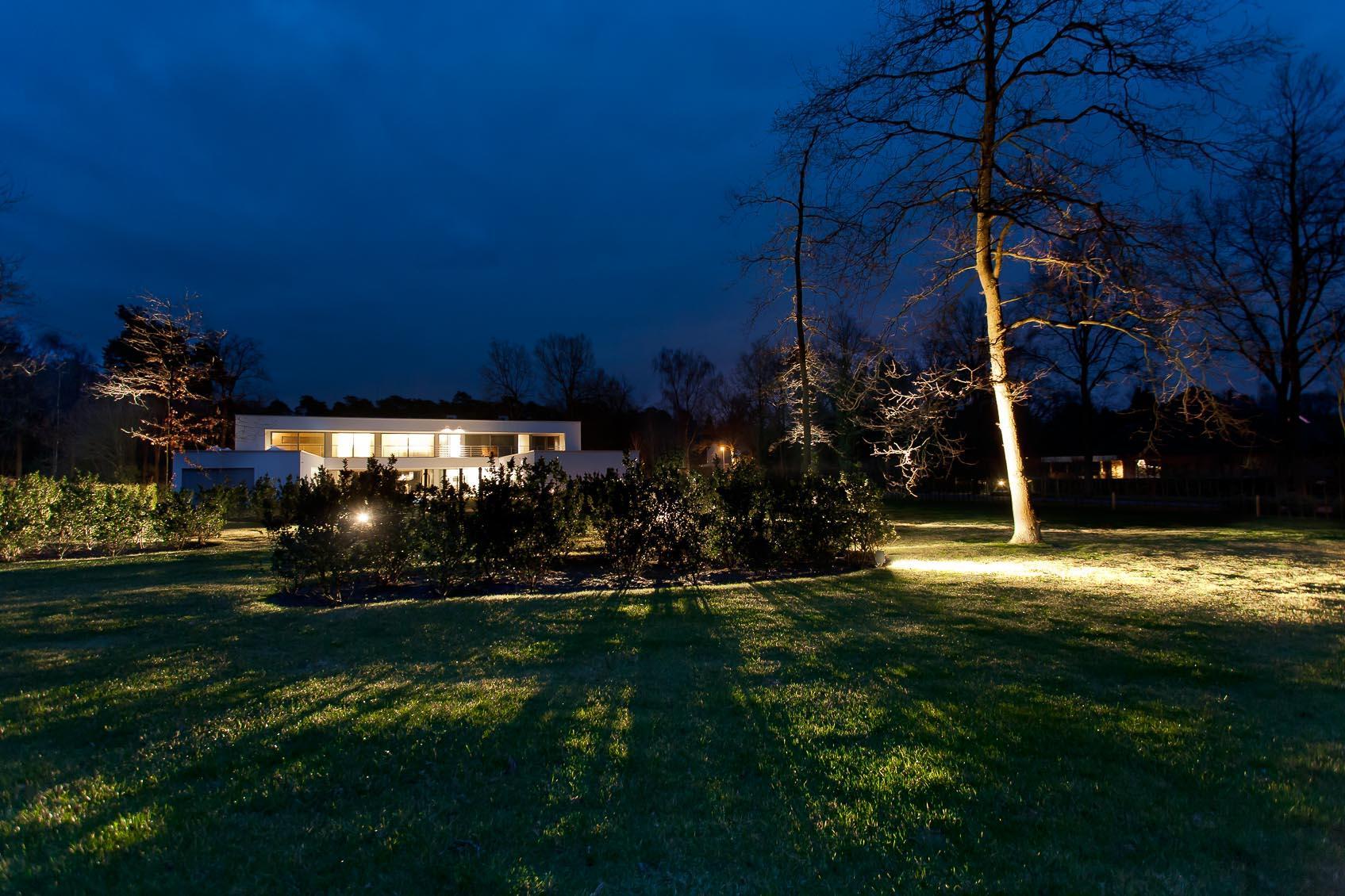 lichthuis zorgt voor creatief lichtconcept door viabizzuno cubo tuin spot