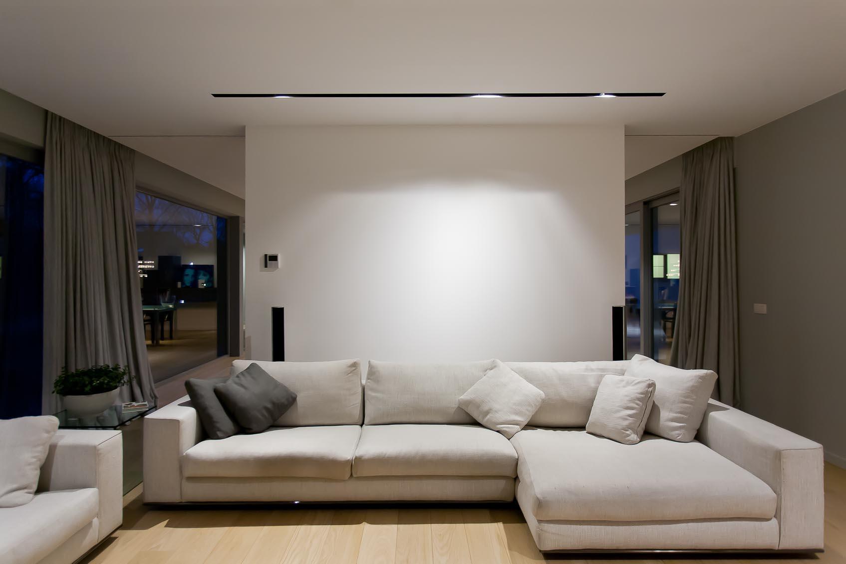 viabizzuno lichtlijn met verborgen opgestelde richtbare spots voor de juiste lichtsfeer