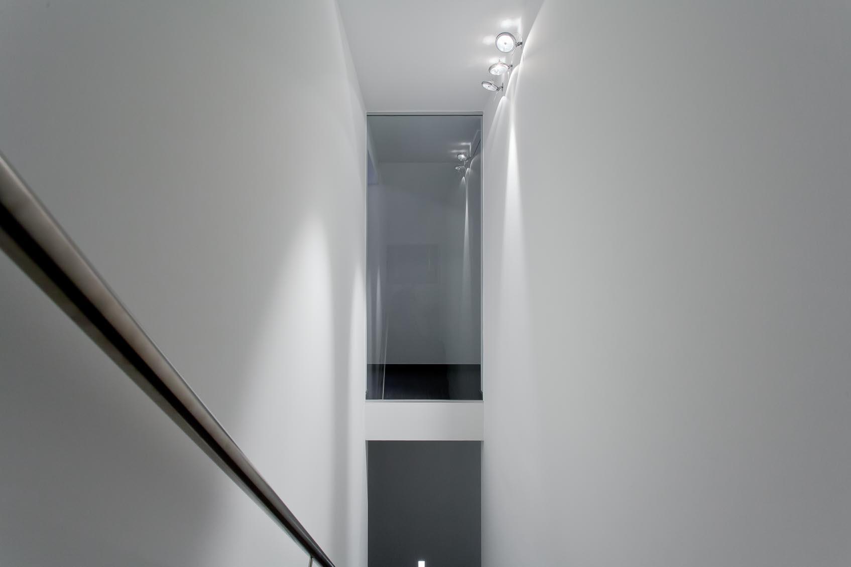 viabizzuno mexcal ar111 half inbouw spot, functionele verlichting aan trap met de juiste sfeer