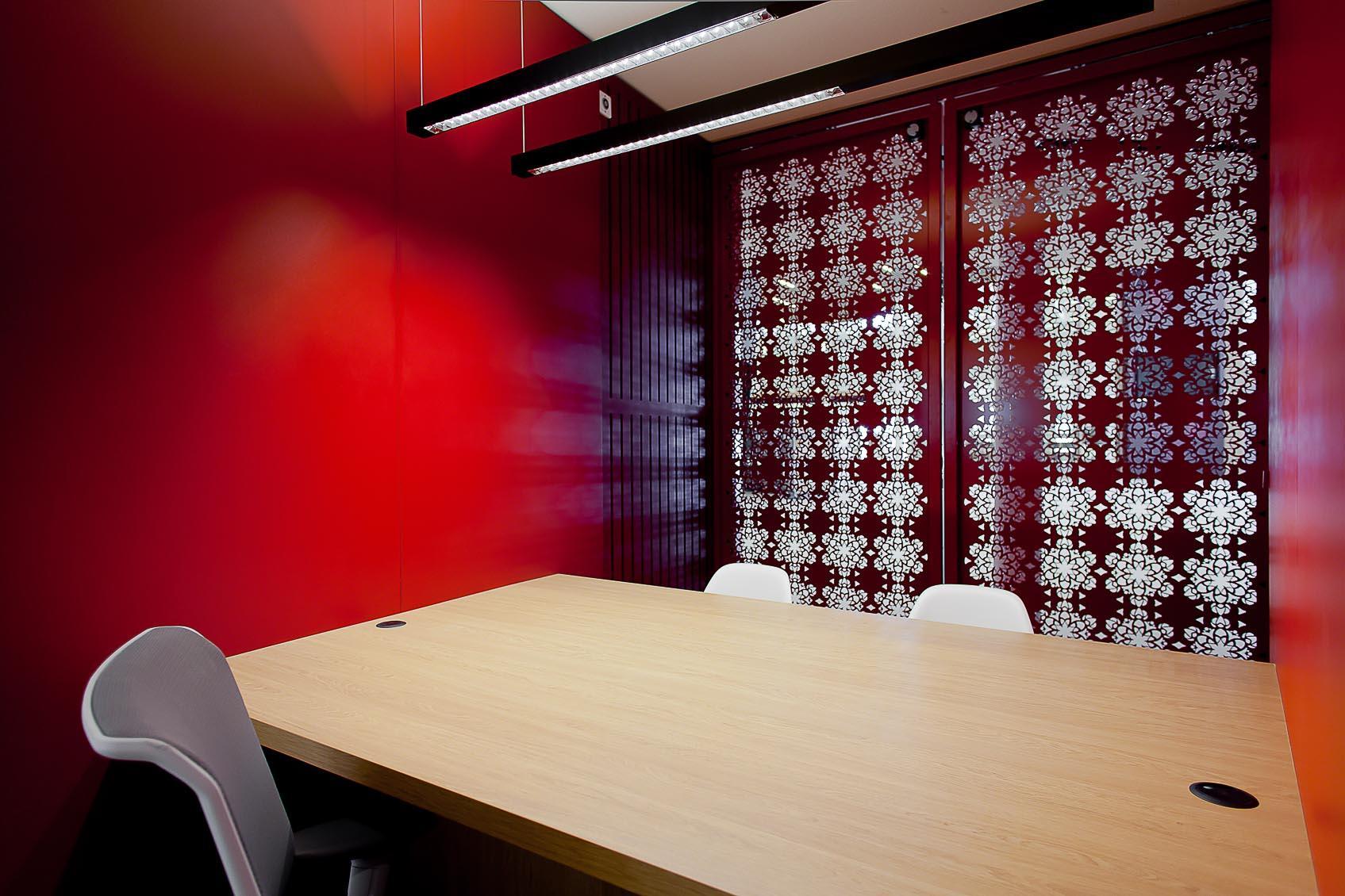 viabizzuno verlichting square system in besprekingsruimte nac belgië